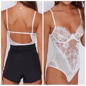 2b254c27d8d Tops - 🆕White Lace Bodysuit w  Underwire Cups